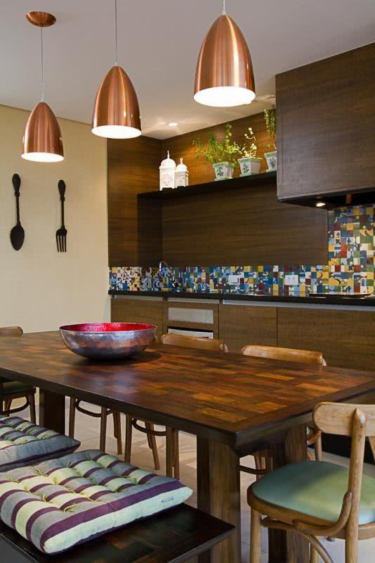 Mesa para varanda gourmet com armários combinando