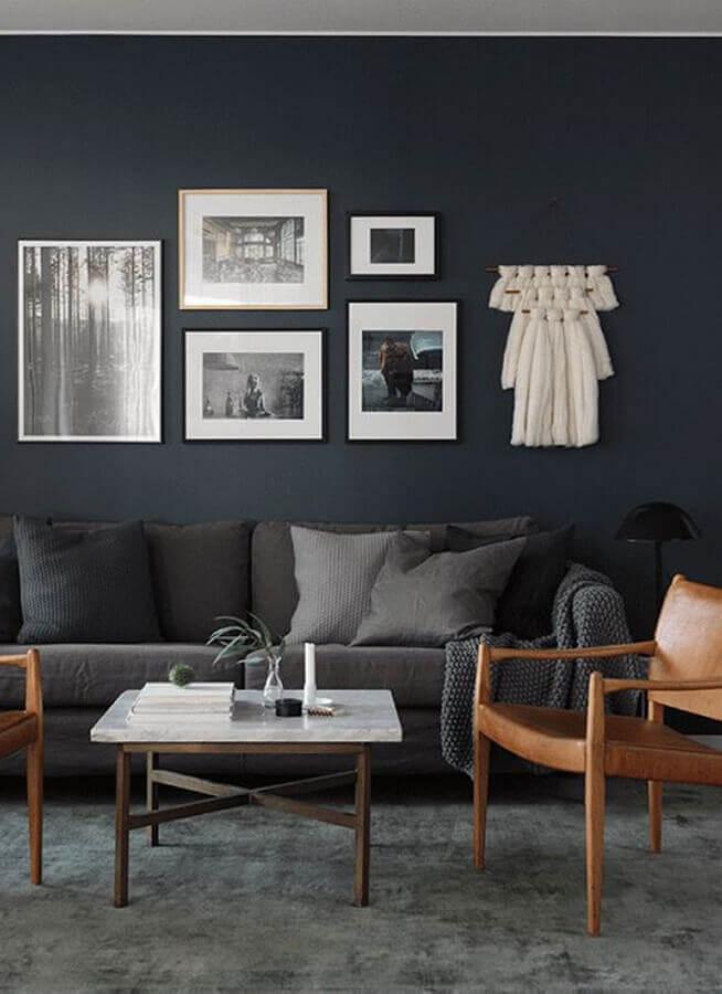poltronas de madeira para sala em tons de cinza escuro Foto Casa Trés Chic