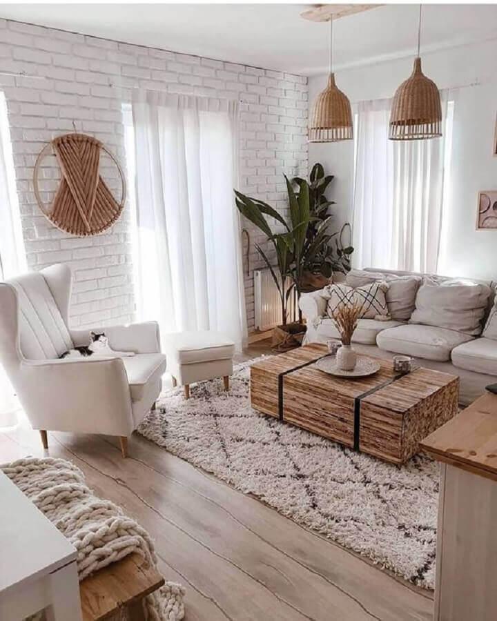 tapete bege claro para sala de estar com estilo escandinavo  Foto Apartment Therapy