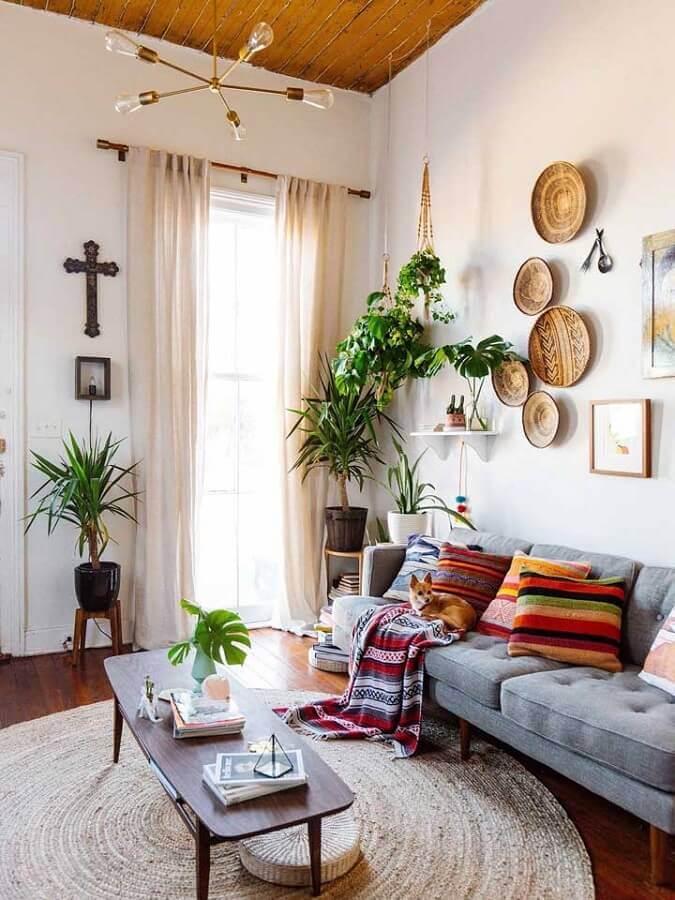 tapete redondo bege para sala simples decorada com almofadas coloridas Foto Home Fashion Trend