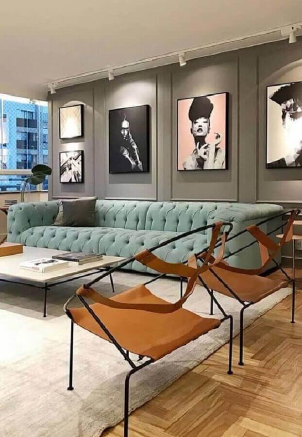 tons de cinza para sala moderna decorada com sofá verde menta  Foto Pinterest