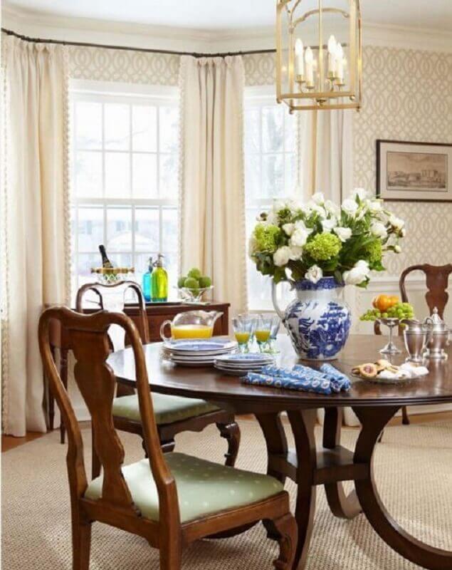 vasos de flores para decoração de sala de jantar clássica  Foto Houzz