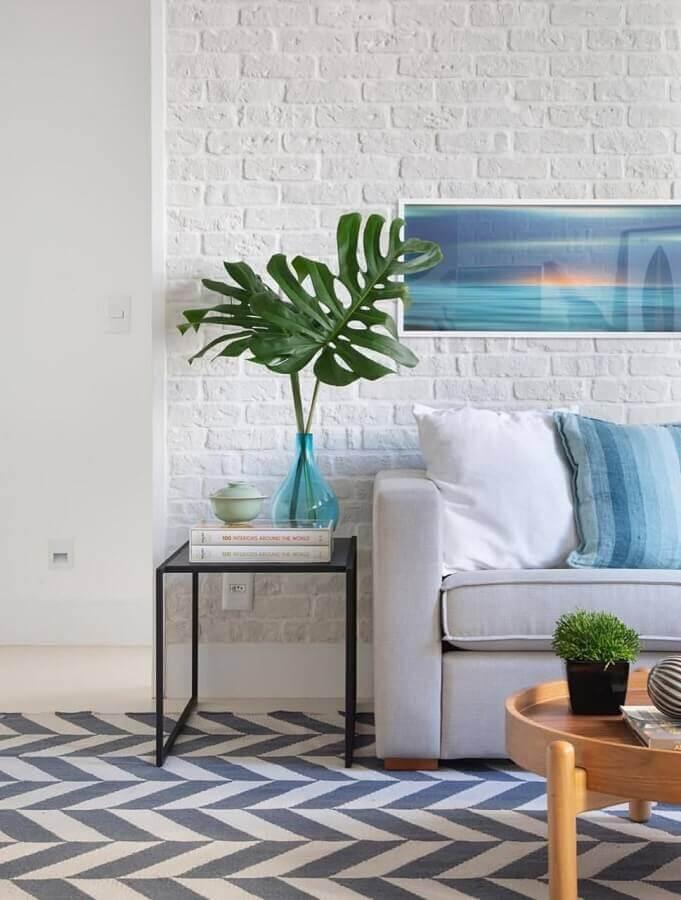 vasos decorativos para sala de estar branca decorada com tapete geométrico Foto LZ Studio