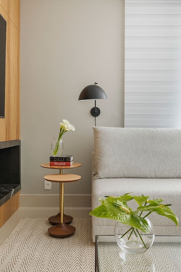 vasos decorativos para sala de estar cinza moderna com móveis de madeira  Foto Casa de Valentina