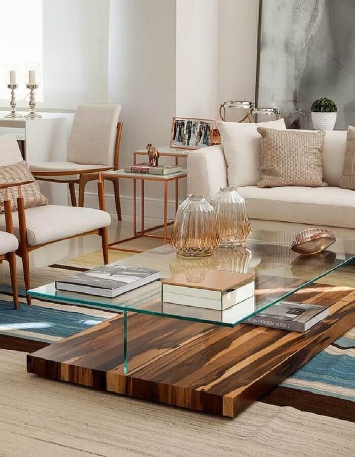vasos decorativos para sala de estar com mesa de centro de madeira e vidro Foto Casa de Valentina