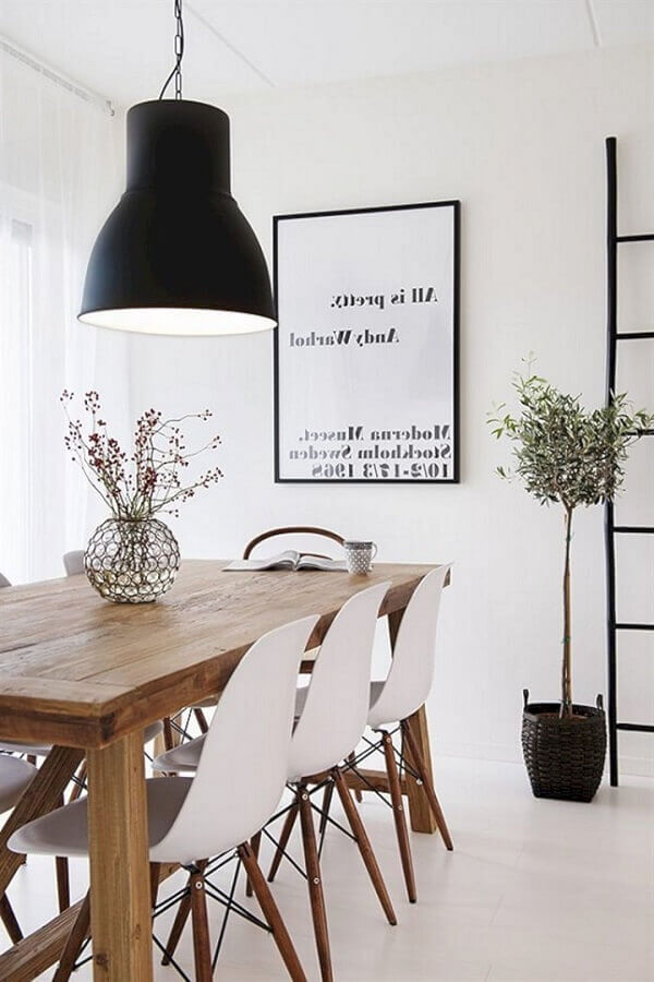 vasos decorativos para sala de jantar branca com mesa de jantar de madeira Foto MudaHome