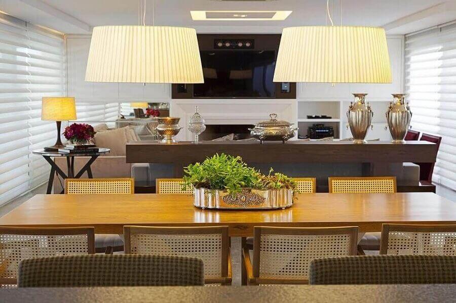 vasos decorativos para sala de jantar e estar integradas  Foto Jeito de Casa