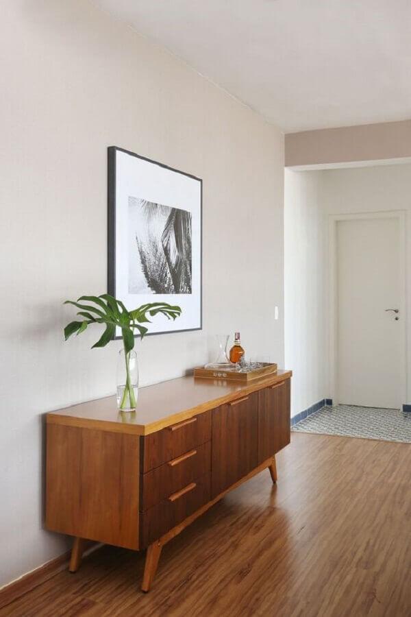 Decoração clean com buffet de madeira para corredor Foto Iná Arquitetura