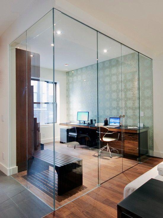 Divisória para escritório de vidro com mesa de escritório de madeira