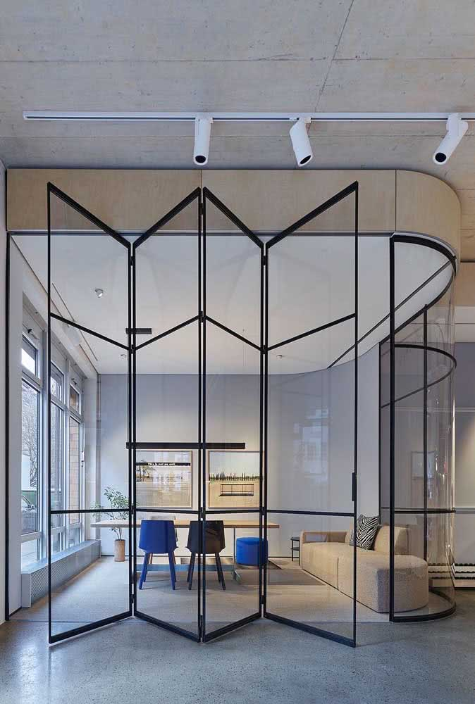 Divisórias de escritório com portas camarão de vidro