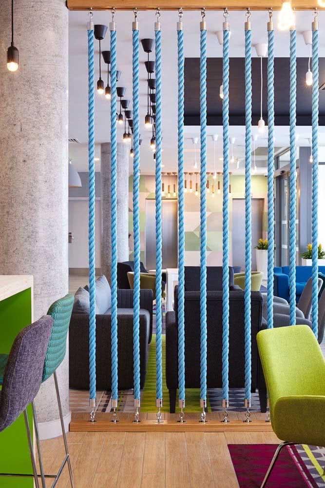 Divisórias para escritório com cordas azuis