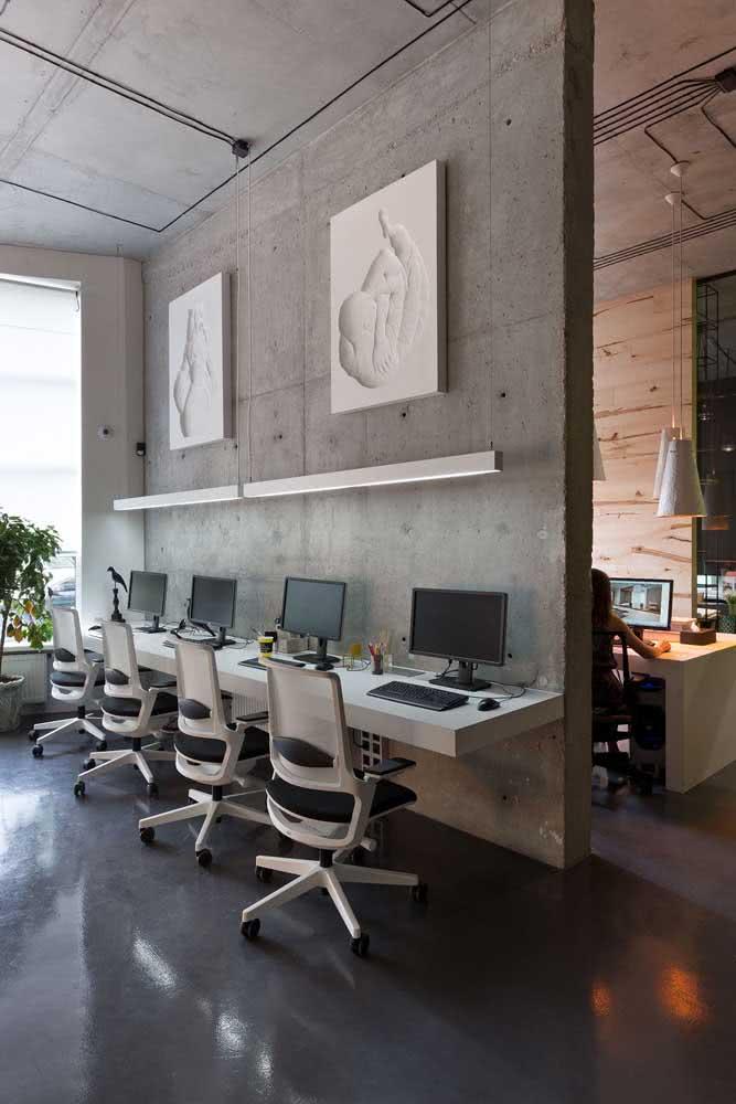 Divisórias para escritório com parede cimento queimado