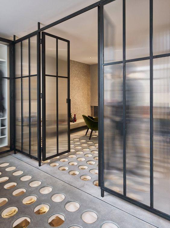 Divisórias para escritório com porta de ferro e vidro