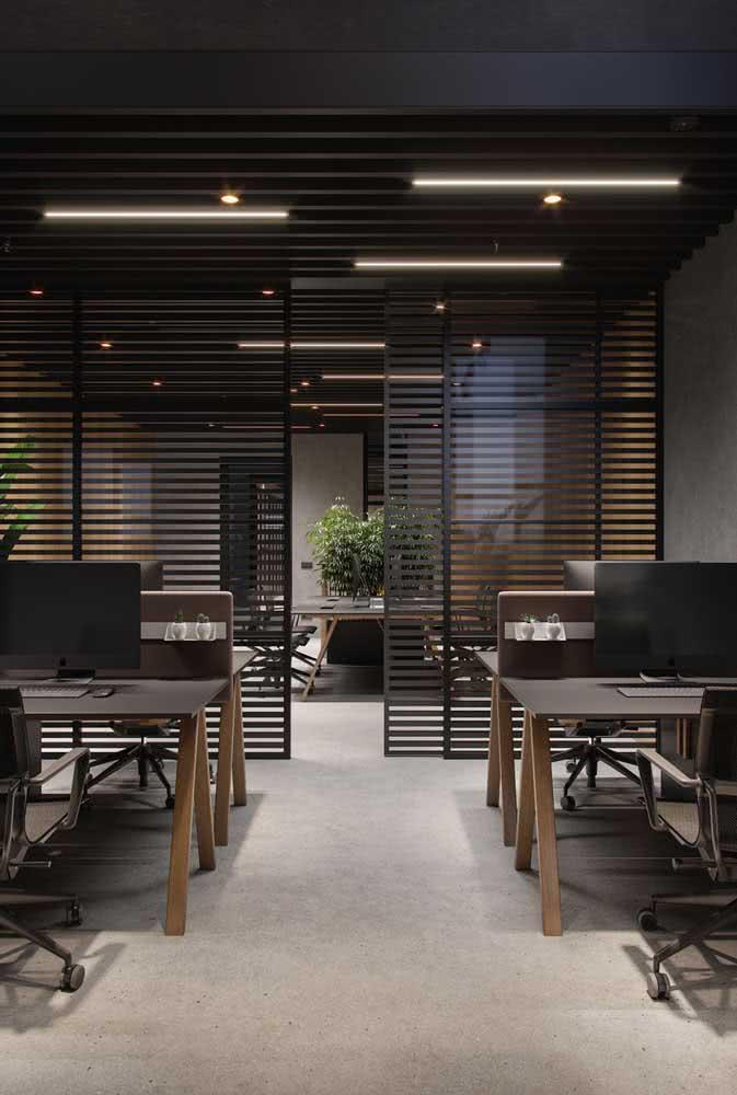 Divisórias para escritório de ferro com mesas planejadas