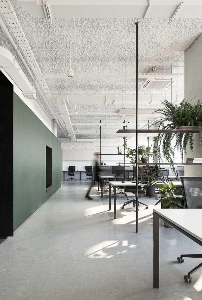 Divisórias para escritório com mesa branca