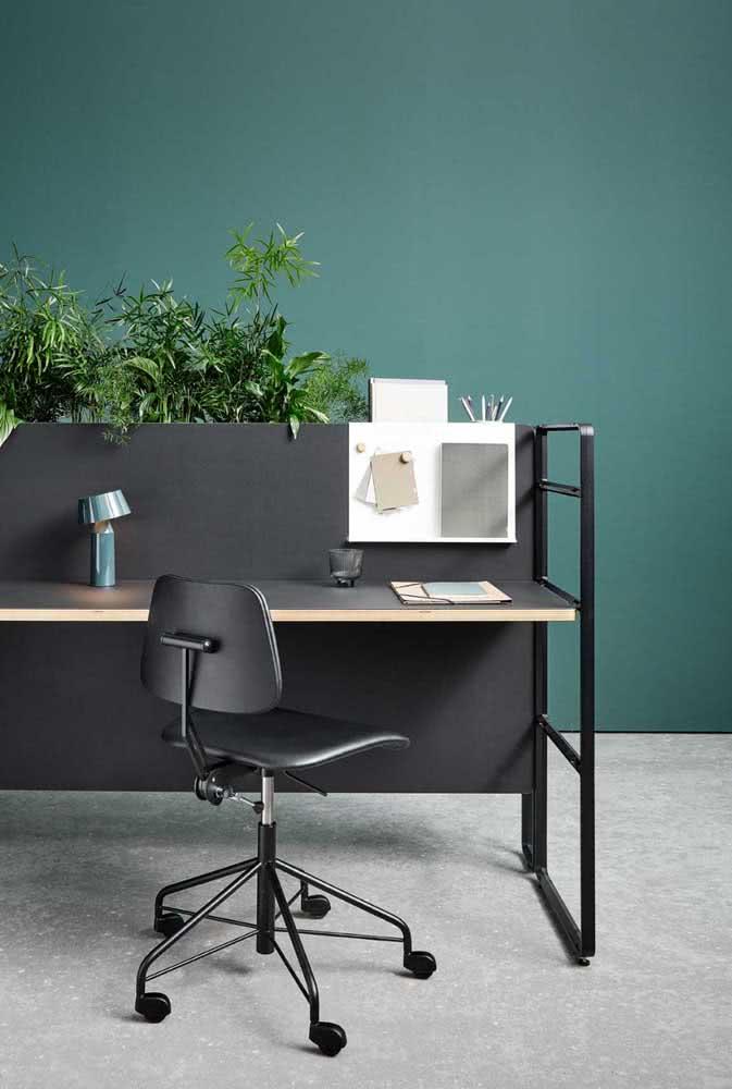 Mesas com divisórias para escritório