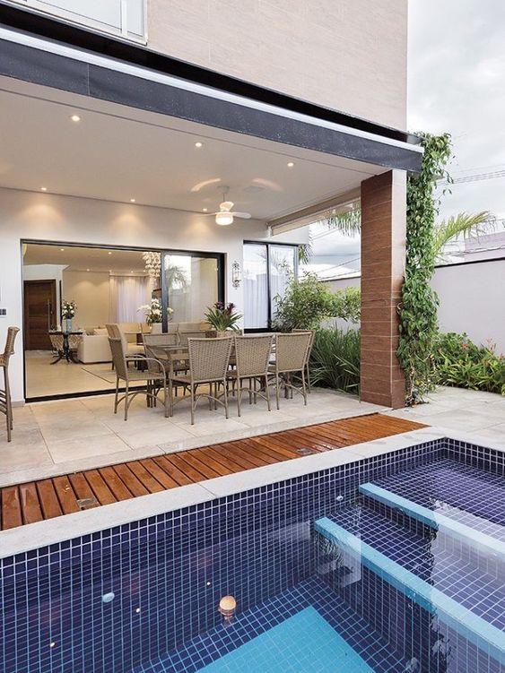 Pastilhas de vidro para piscina pequena com escada