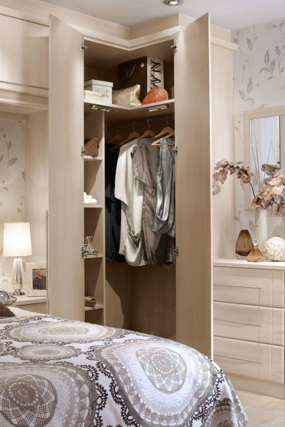 Quarto com armário de canto planejado com cômoda