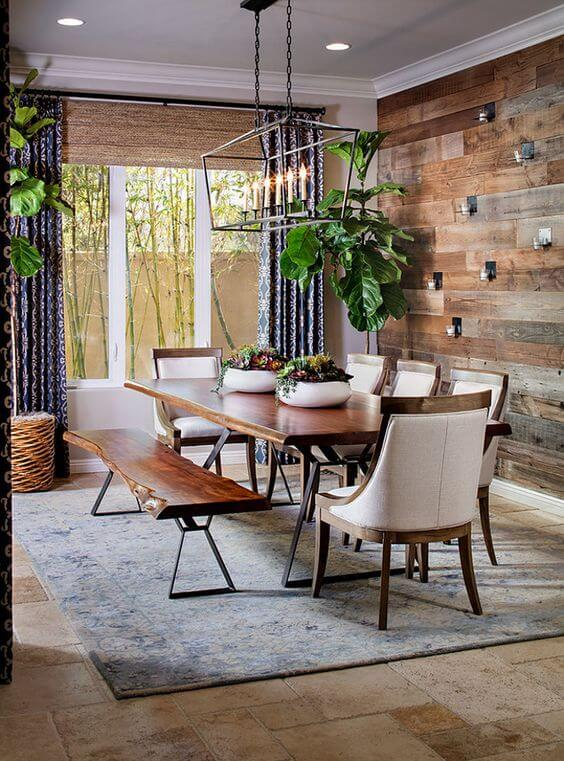 Sala de jantar com papel de parede rustico de madeira