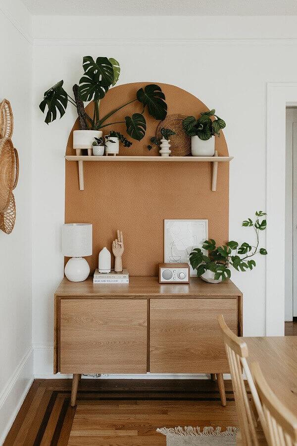 armário buffet de madeira pequeno para decoração de sala de jantar branco e bege Foto Jeito de Casa