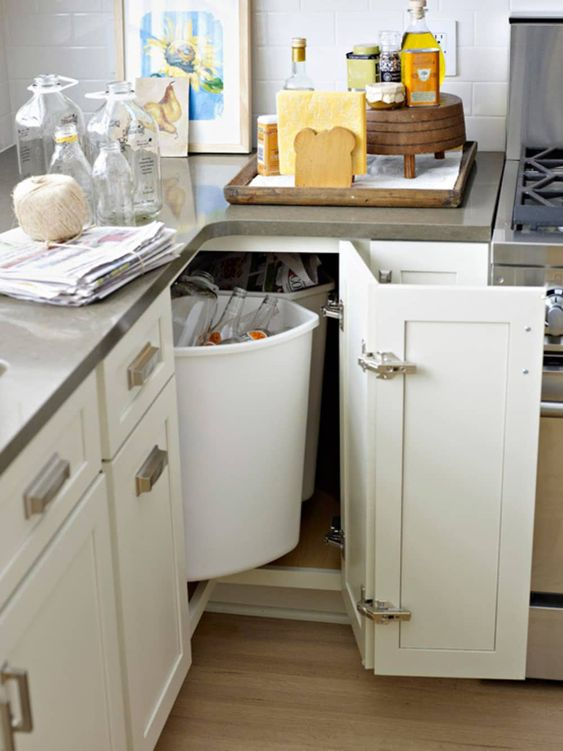 armário de canto - armário de cozinha com portas brancas e duplas