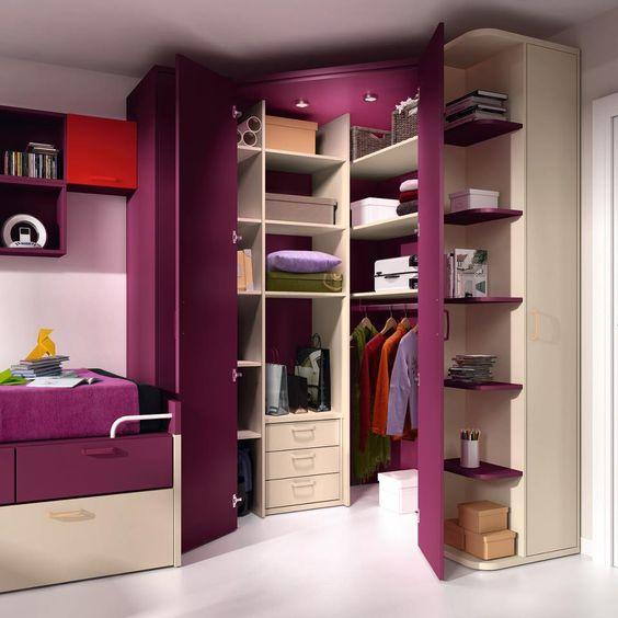 armário de canto - quarto com armário roxo de canto