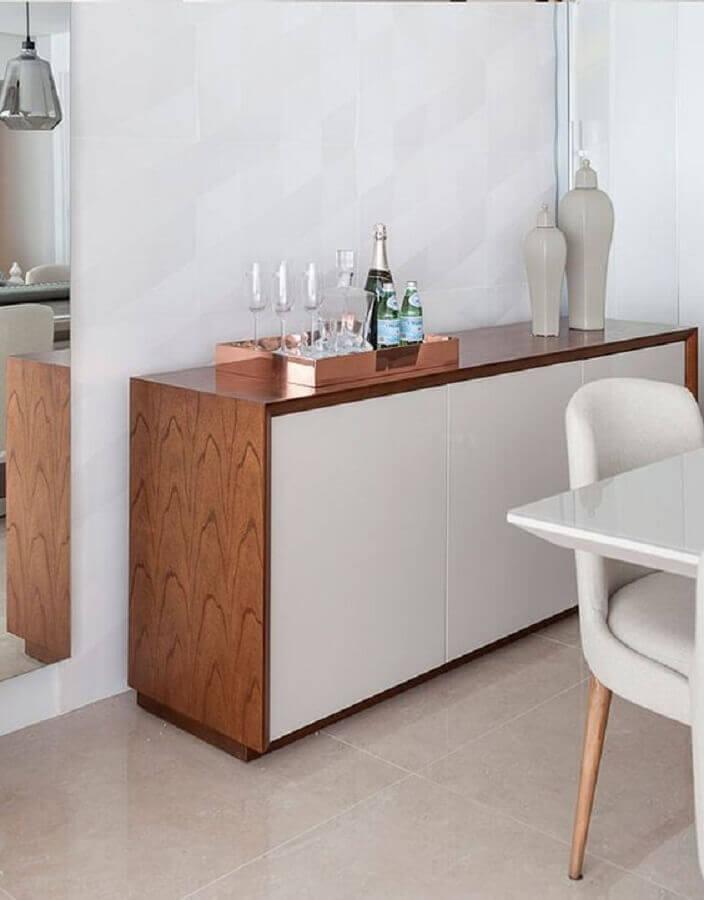 buffet de madeira com portas brancas para decoração de sala de jantar Foto Pinterest