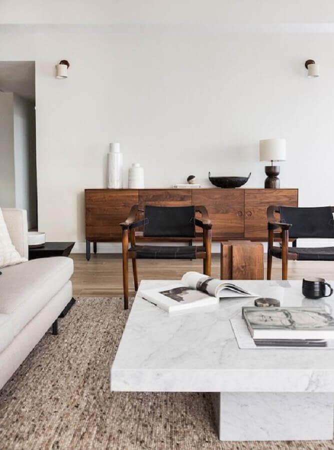 buffet de madeira de demolição para sala de estar decorada com poltrona preta Foto Apartment 34