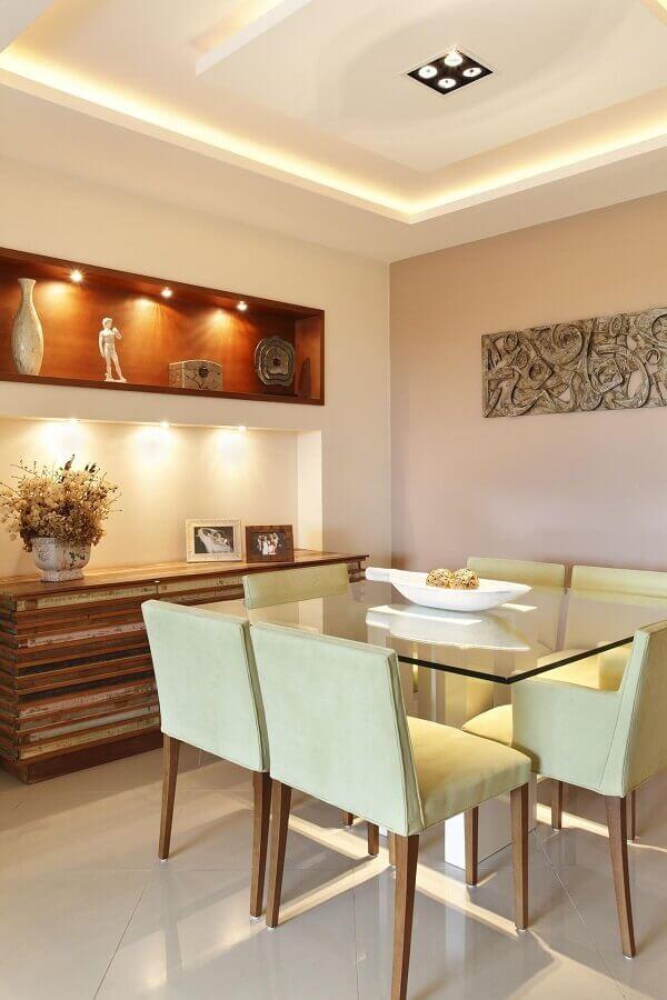 buffet de madeira de demolição para sala de jantar decorada com mesa quadrada de vidro Foto Pinterest