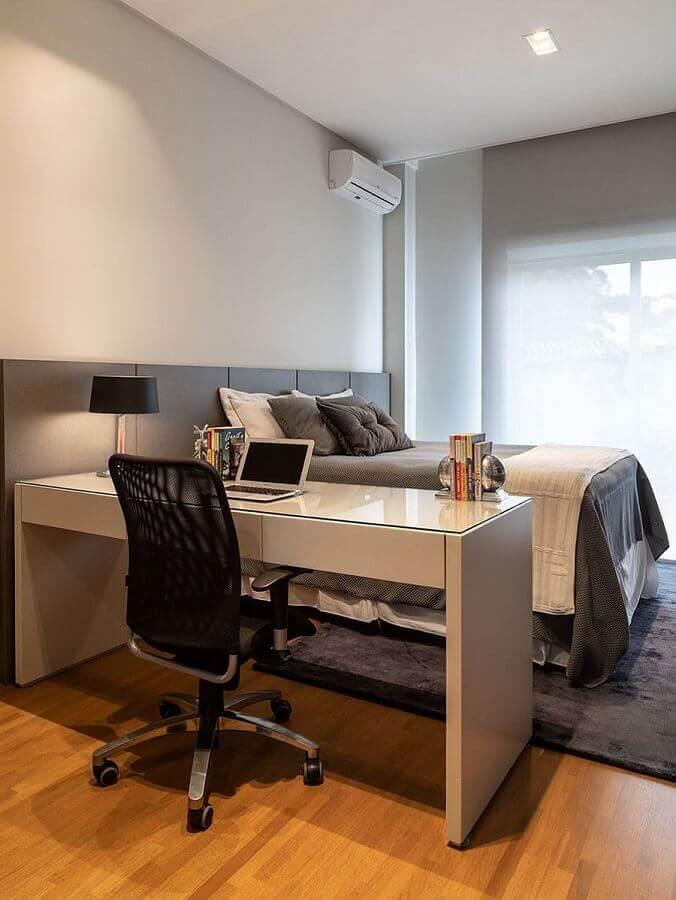 decoração cinza e branco para quarto de casal com escritório Foto Casa de Valentina