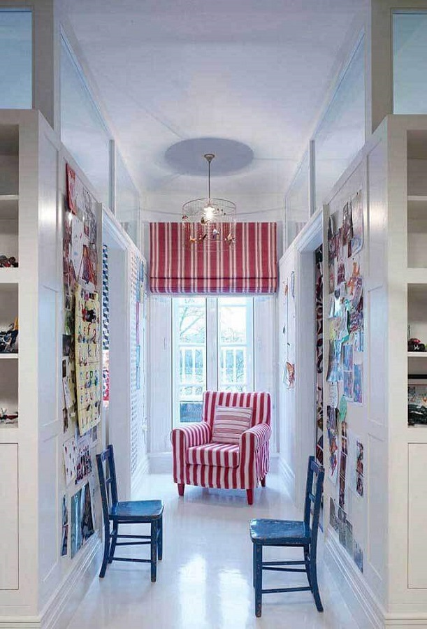 decoração clean com poltrona vermelha estampada Foto Pinterest