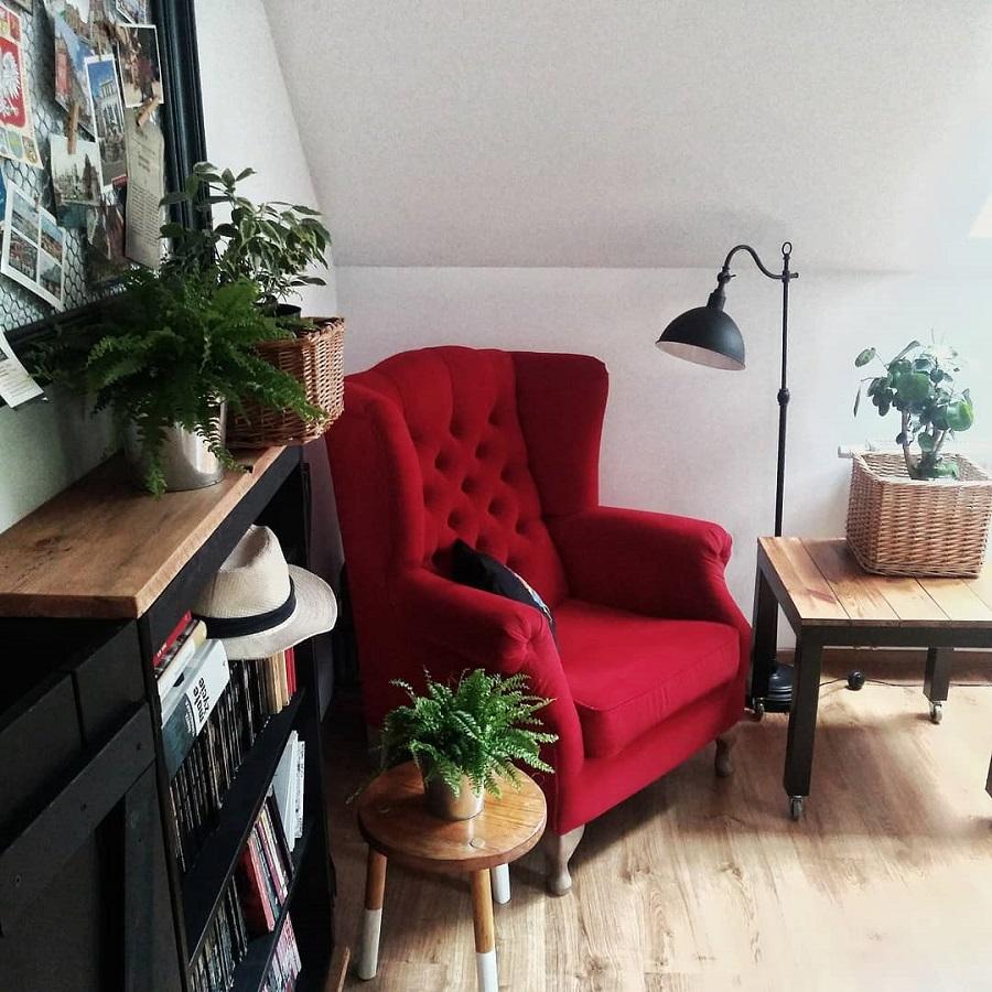 decoração de sala com poltrona vermelha capitonê Foto Pinterest