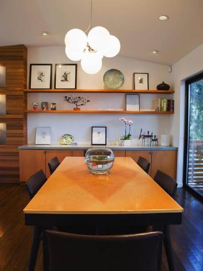 decoração de sala de jantar com mesa e buffet de madeira Foto Houzz