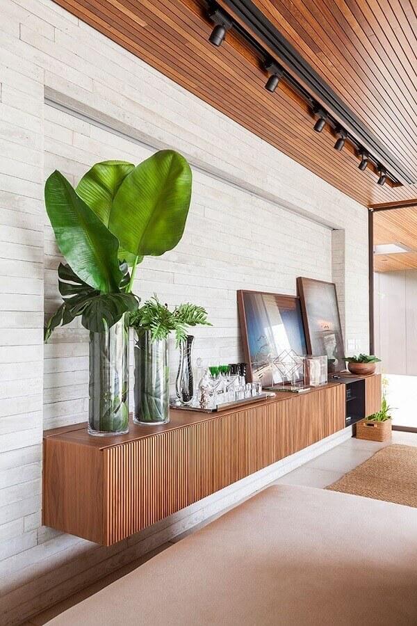 decoração moderna para sala de jantar com buffet de madeira suspenso Foto AG Movelaria
