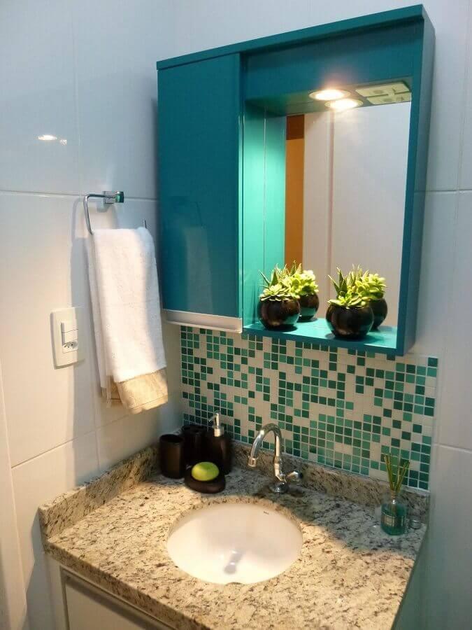 decoração simples com pastilhas de vidro para banheiro Foto Thomas Barros
