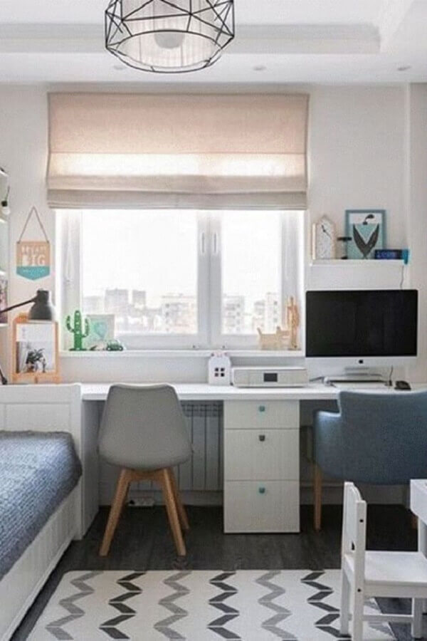 decoração simples para quarto planejado com escritório Foto Madesa Móveis