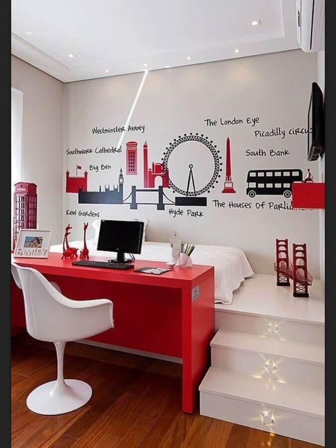 escrivaninha vermelha para decoração de quarto branco com escritório Foto Pintererst