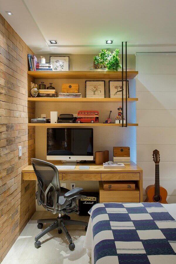 parede de tijolinho à vista para decoração de quarto com escritório  Foto Casa de Valentina
