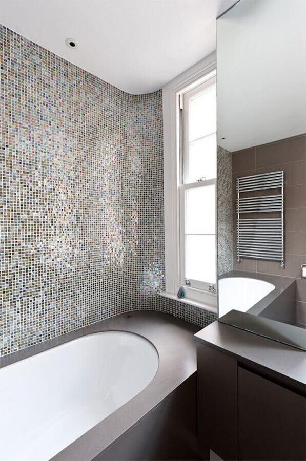 pastilha de vidro para banheiro com banheira Foto Moon Design + Build