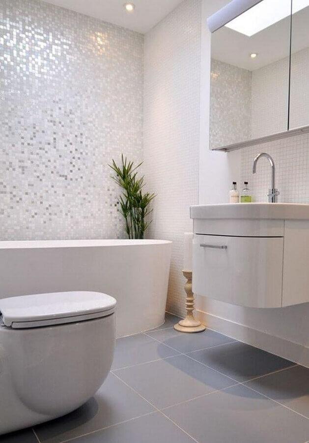 pastilha de vidro para banheiro decorado todo branco Foto Kia Designs