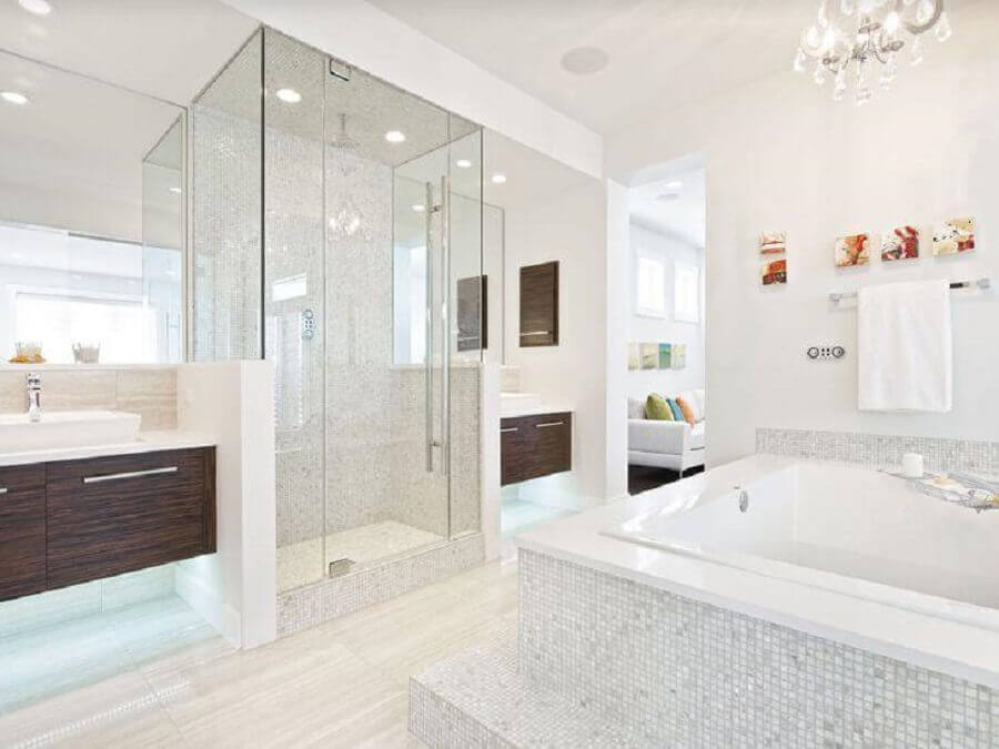 pastilha de vidro para banheiro todo branco Foto Home By Avi