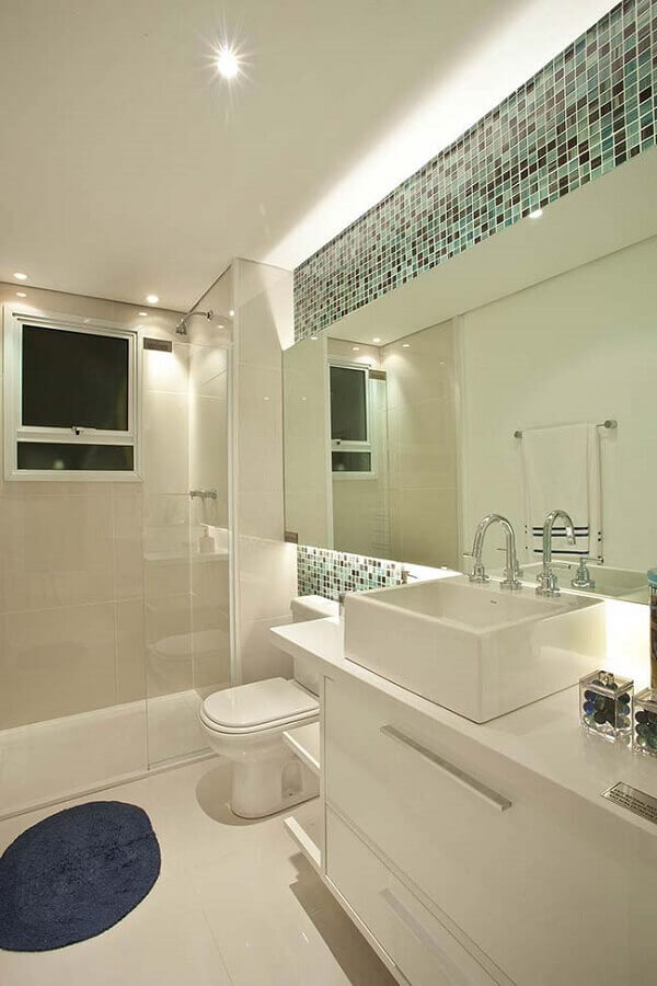 pastilhas de vidro para banheiro todo branco Foto Assetproject
