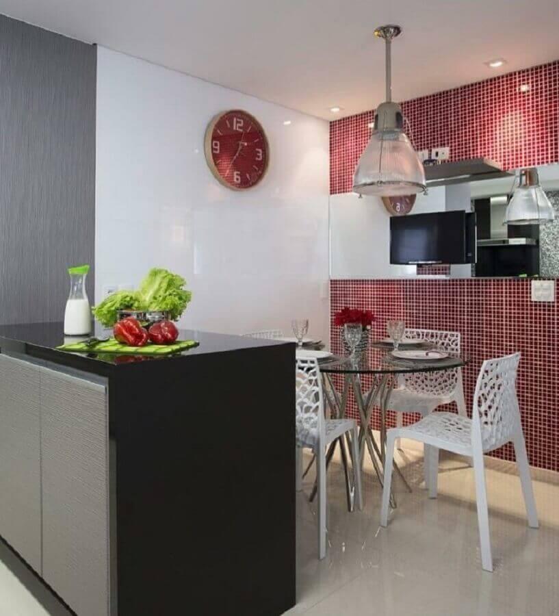 pastilhas de vidro vermelha para decoração de cozinha Foto Érica Salgueiro