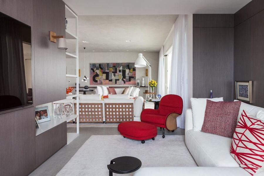 poltrona vermelha - sala clássica simples com poltrona vermelha