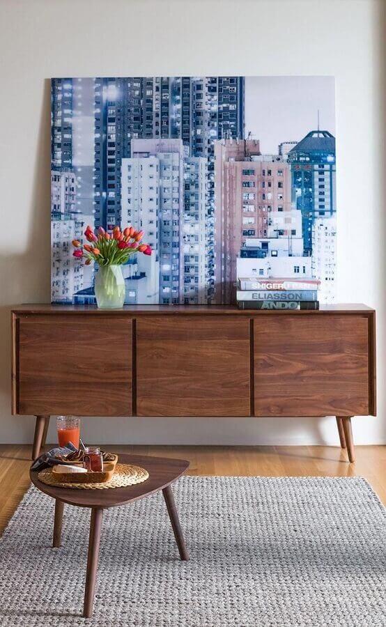 quadro grande para decoração de armário buffet de madeira  Foto Article