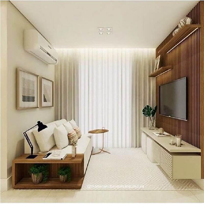 Cores para sala pequena decorada com rack suspenso e painel ripado de madeira Foto Apartamento 1007