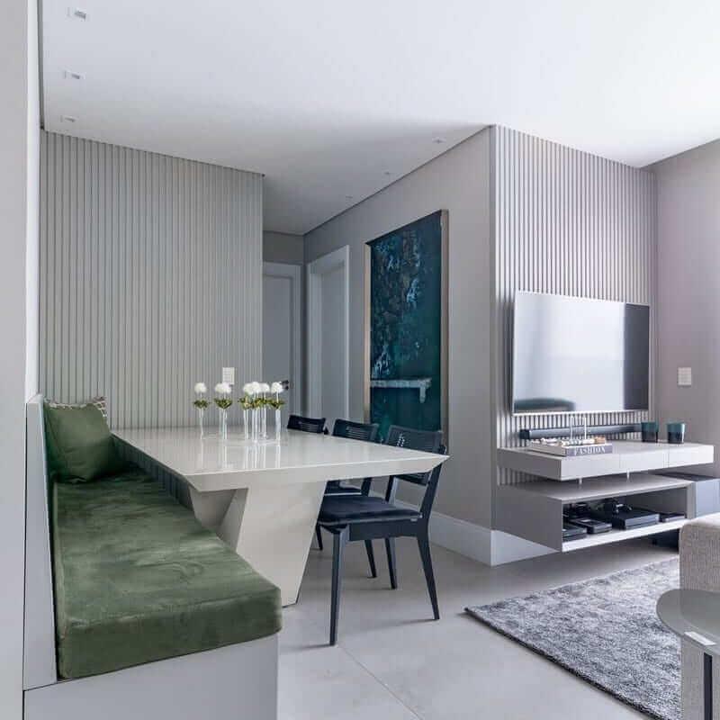 Cores para sala pequena e moderna de apartamento decorado em tons de cinza com ambientes integrados Foto BF Arquitetas