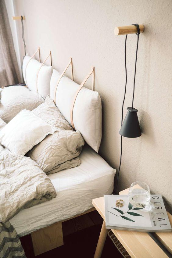 Almofada de cabeceira no quarto