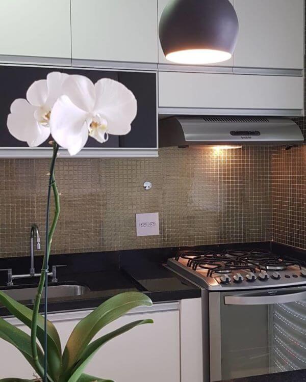 Armário de vidro preto para cozinha moderna