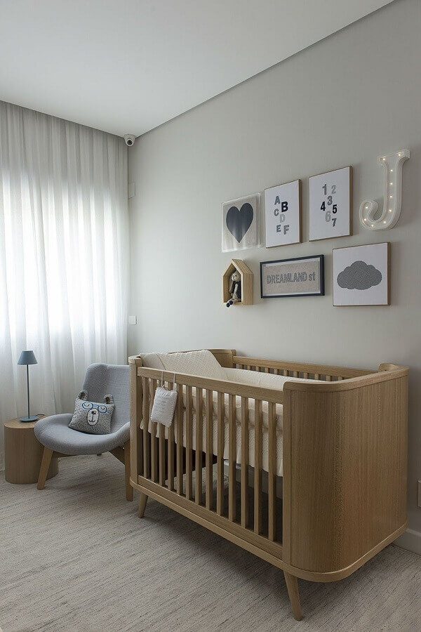 Berço de madeira para decoração de quarto de bebê cinza moderno Foto Triplex Arquitetura